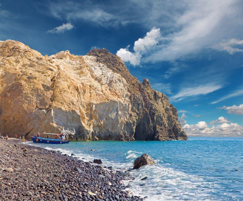 Santorini - der schwarze Strand vom Südteil der Insel lizenzfreie stockfotos