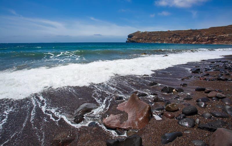 Santorini - der schwarze Strand vom S?dteil der Insel lizenzfreie stockfotografie