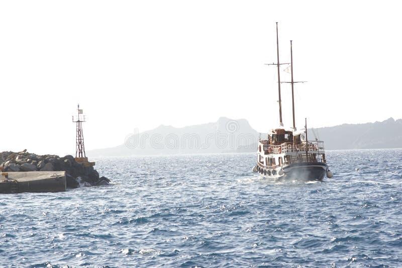 Santorini fartyg royaltyfri foto