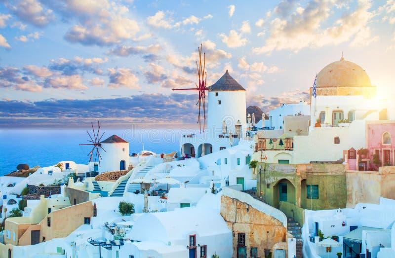 Santorini, Grèce Horizon de paysage urbain de Santorini, ville d'Oia, point de repère de la Grèce images libres de droits