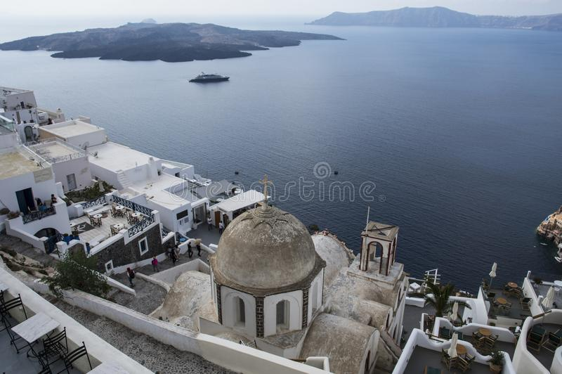 Santorini Grécia - mar, rocha e vulcano imagem de stock
