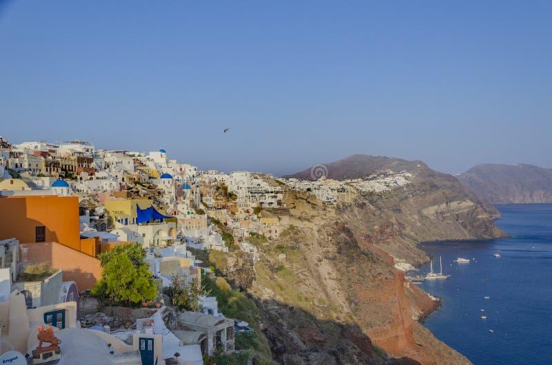SANTORINI, GRECIA - 9 de octubre de 2014: Puesta del sol en el pueblo de Oia foto de archivo libre de regalías