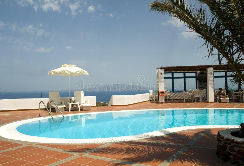 Santorini greco delle isole della piscina fotografie stock libere da diritti