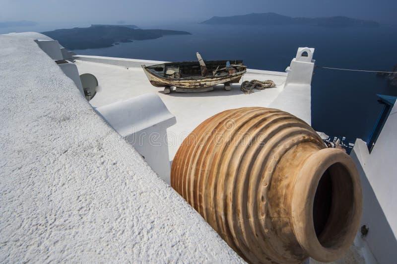 SANTORINI/GREECE - Dachspitzen von Häusern übersehen stockbilder