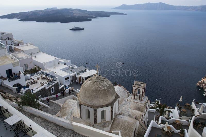 Santorini Griechenland - Meer, Felsen und vulcano stockbild