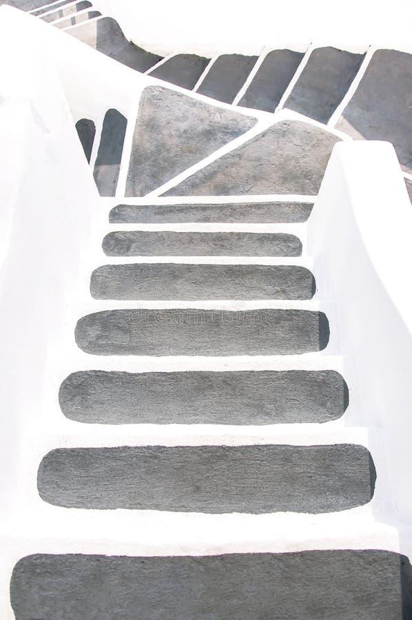 Santorini, Griekenland, Europa Klassieke witte Griekse architectuur met een ladder, trap aan hotel Straten van Santorini, details stock fotografie