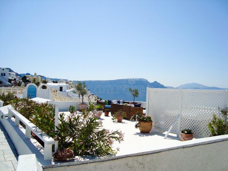 Santorini havssikt av den romantiska terrassen arkivfoto