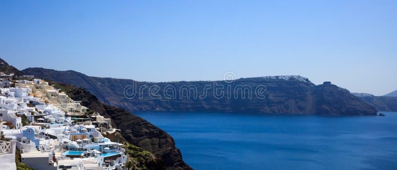 Santorini-Insel, Griechenland - Kessel über Ägäischem Meer stockbild