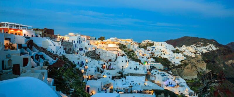Santorini-Insel, Griechenland - Kessel über Ägäischem Meer am Abend lizenzfreie stockbilder