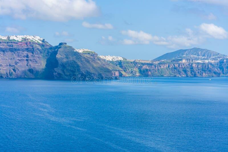 Santorini landskap med sikt av vulkancalderaen, Grekland royaltyfri foto