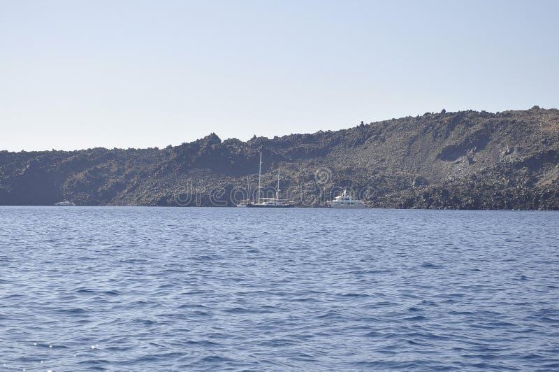 Santorini, le 2 septembre : Bateau à voile journay dans la caldeira de Santorini photos libres de droits