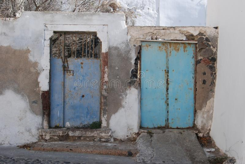 Santorini Megalochori 2 πόρτες στοκ φωτογραφίες με δικαίωμα ελεύθερης χρήσης