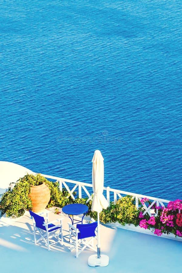 Santorini morza widok Wiosny Oia miasteczko, Grecja obraz royalty free