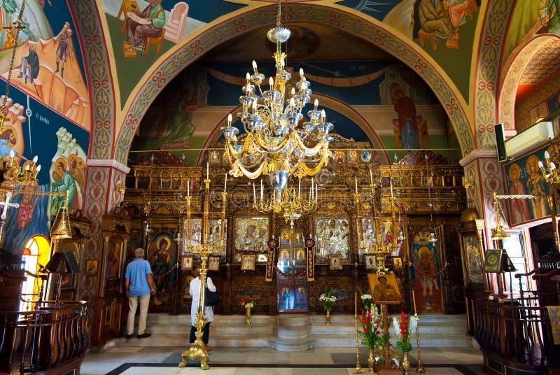 SANTORINI, OIA-JULY 28: Wnętrze kościół Agia Irini na Lipu 28,2014 w Oia miasteczku na Santorini wyspie, Grecja zdjęcie royalty free