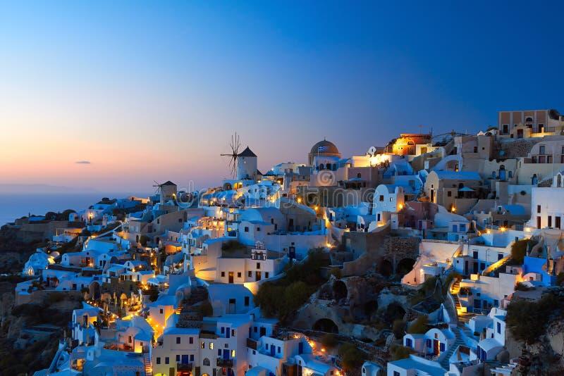 Santorini OIA nella sera fotografie stock