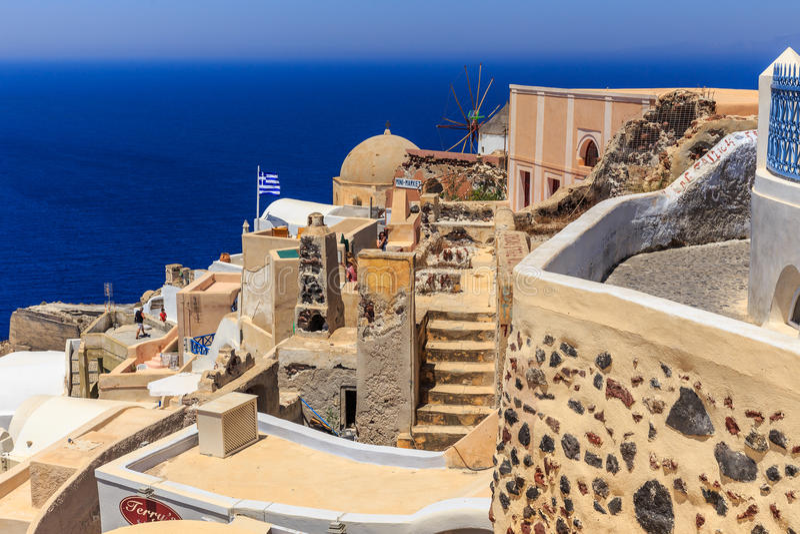 Santorini Oia tarasuje i dachy obrazy royalty free