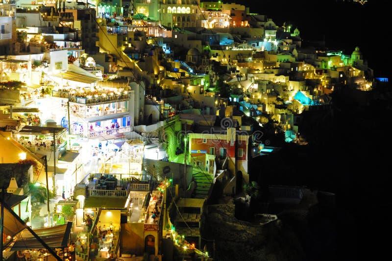 Santorini por noche fotos de archivo