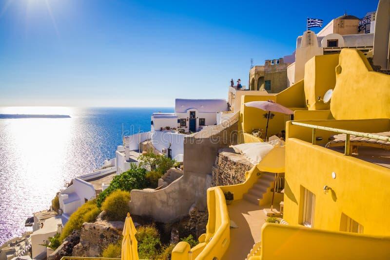 Santorinimeningen over de caldera van mooi dorp van Oia royalty-vrije stock afbeelding