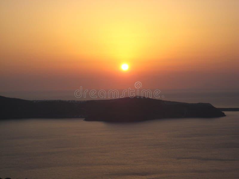 Santorinizonsondergang en Caldera stock foto's