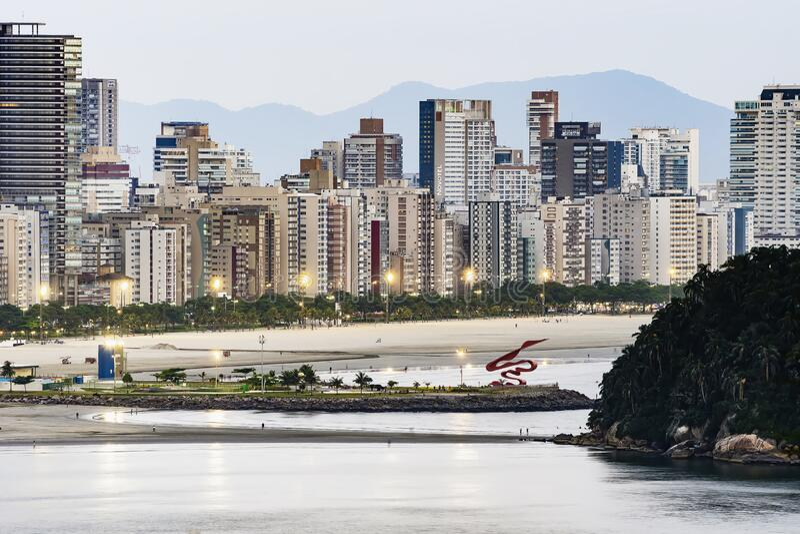 Santos SP Brasilien in der Dämmerung stockbild