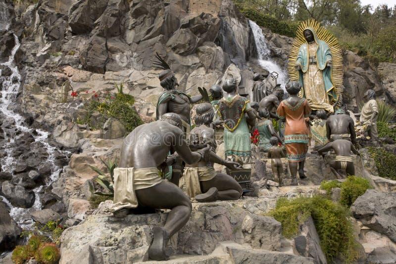 Santuário aparecendo de Mary Juan Diego Guadalupe da estátua imagem de stock royalty free