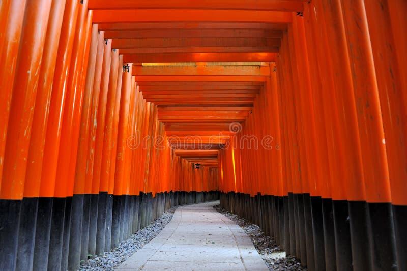 Santuário de Fushimi Inari Taisha em Kyoto, Japão imagens de stock royalty free