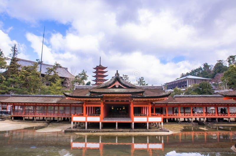 Santuário de Itsukushima em Miyajima, Japão foto de stock royalty free