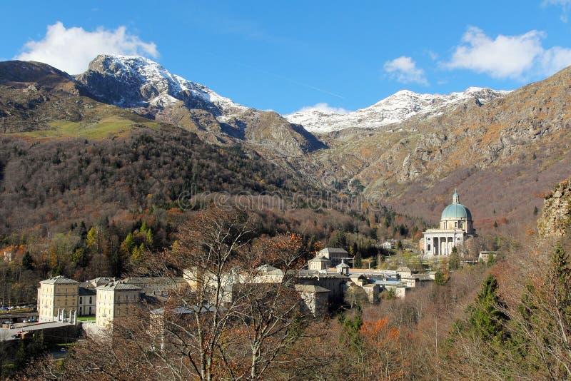Santuário de Oropa em cumes italianos fotos de stock royalty free