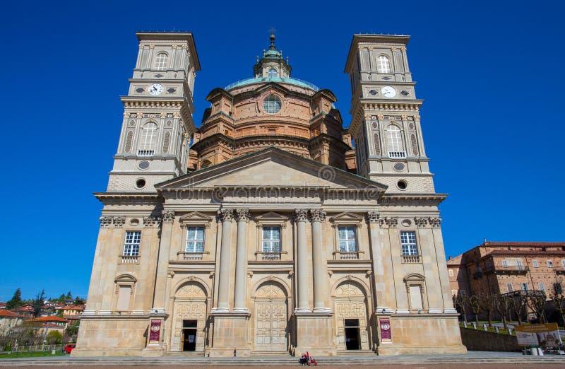 Santuário de Vicoforte, província de Cuneo, Piemonte, Itália, a abóbada elíptica a maior no mundo imagens de stock