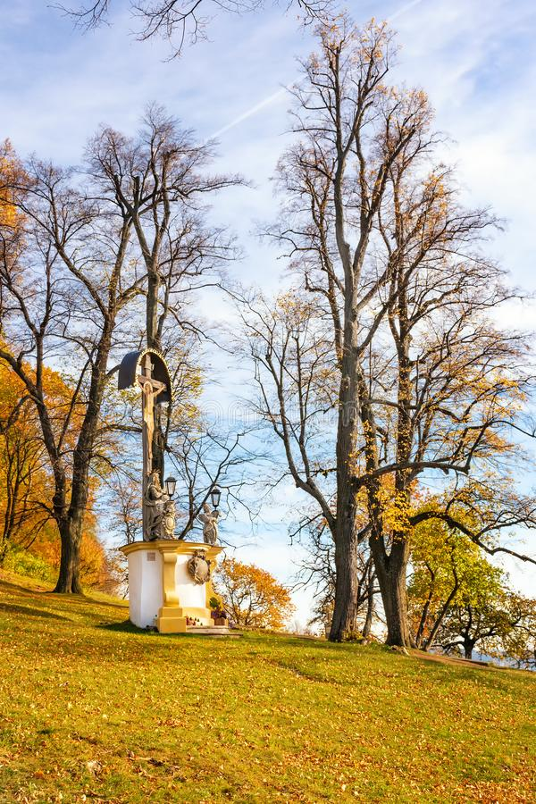 Santuário do Wayside com Jesus Christ no complexo do calvário em Banska Stiavnica durante o outono, UNESCO ESLOVÁQUIA imagens de stock royalty free