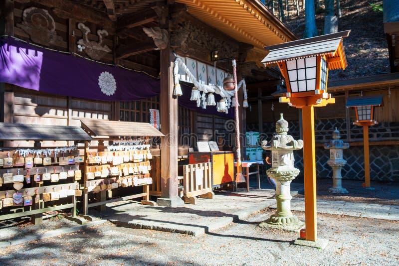 Santuário em Japão que é ficado situado em uma floresta aonde os povos venham rezar imagens de stock