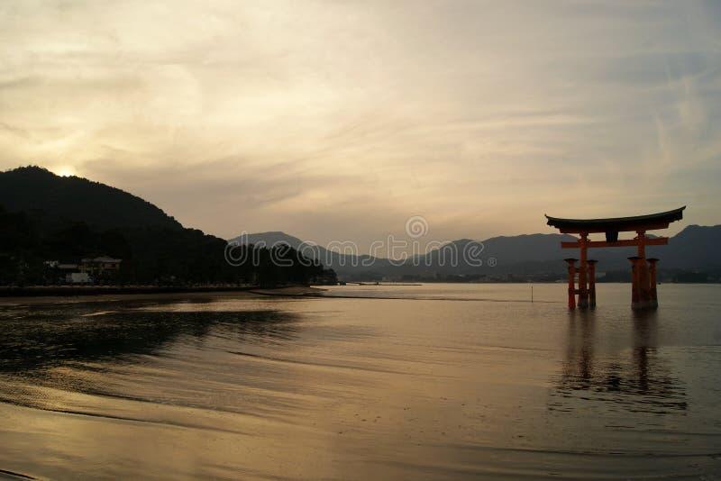 Santuário gigante na ilha de Miyajima, Japão fotos de stock