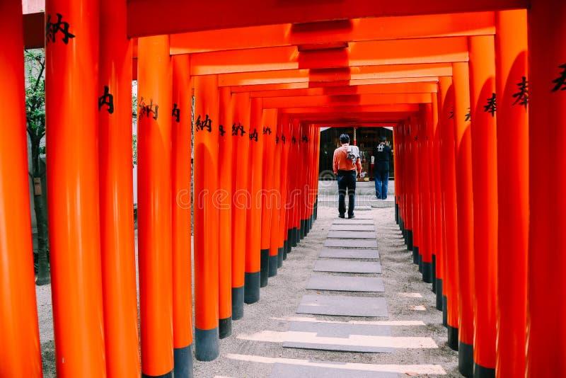 Santuário japonês Kushida-jinja, porta de Torii em Fukuoka imagem de stock royalty free