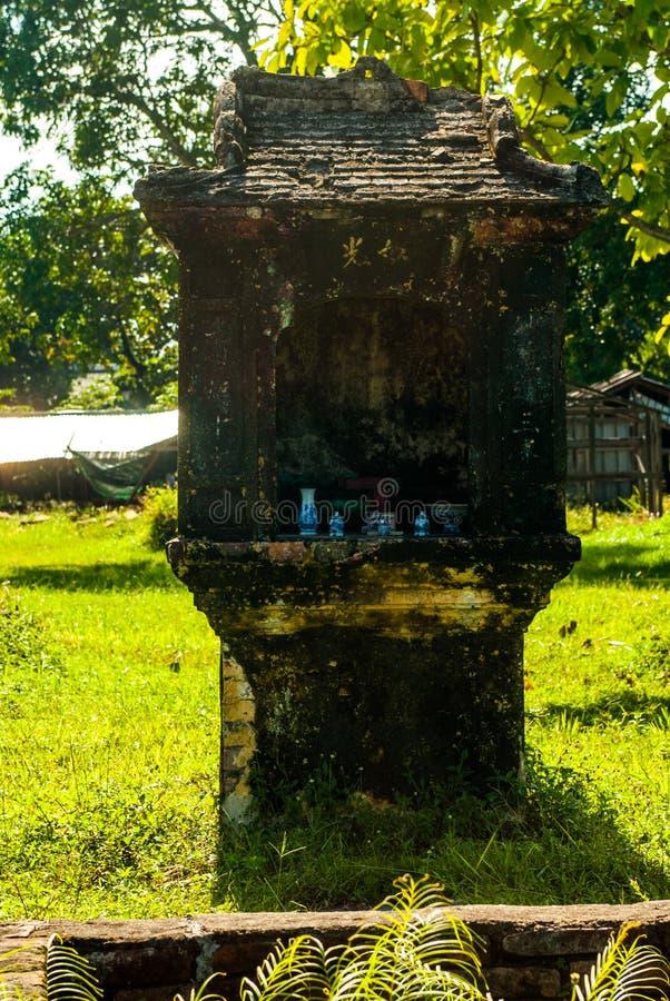 Santuario con la porcellana in Hue Imperial Palace fotografie stock libere da diritti