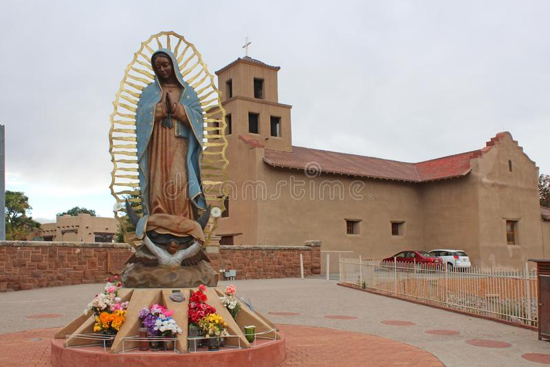 Santuario De Guadalupe - gammal beskickningkyrka - Taos, NM royaltyfria bilder
