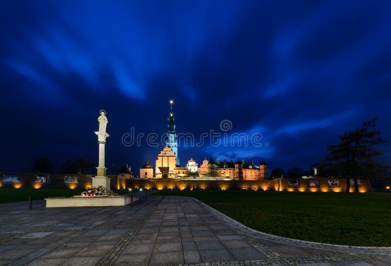 Santuario de Jasna Gora en Czestochowa en la noche fotos de archivo libres de regalías