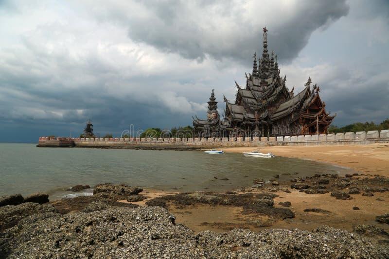 Santuario de la verdad - templo de madera en Pattaya, Tailandia fotografía de archivo libre de regalías