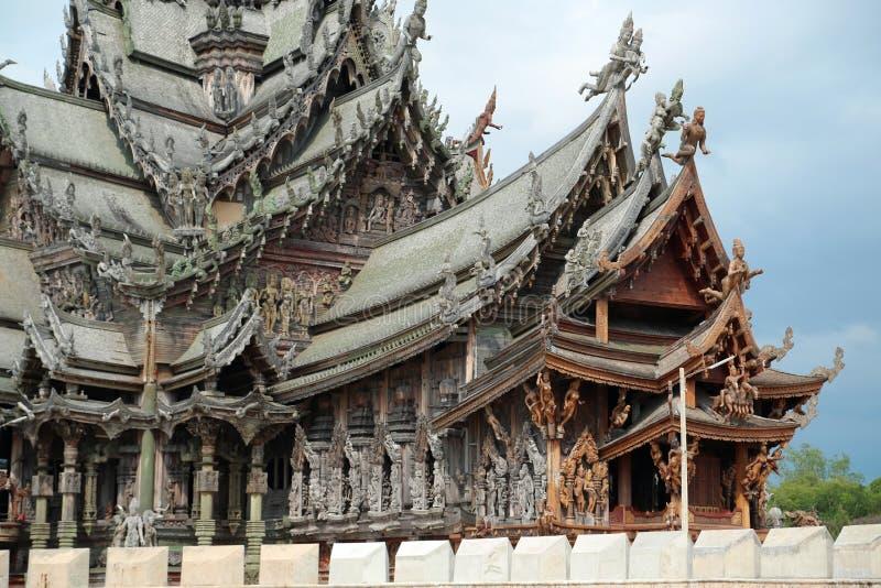 Santuario de la verdad - templo de madera en Pattaya, Tailandia imágenes de archivo libres de regalías