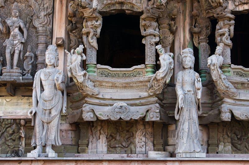 Santuario de madera de Pattaya de la escultura de la verdad Thaila imagen de archivo