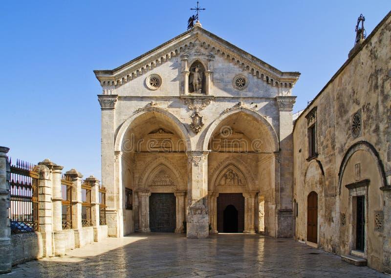 Santuario de Monte Sant'Angelo imagenes de archivo