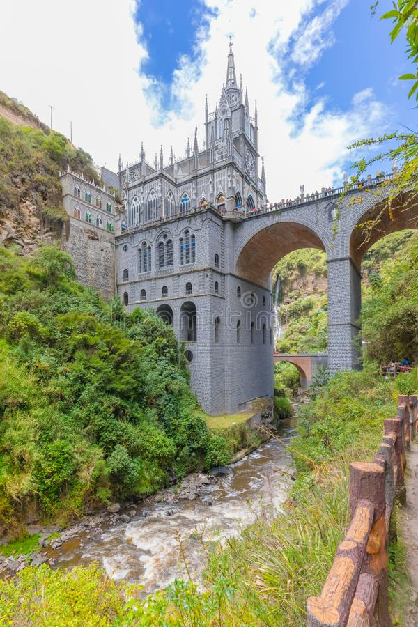 Santuario del río y de la opinión Ipiales Colombia de Las Lajas de la caída foto de archivo libre de regalías