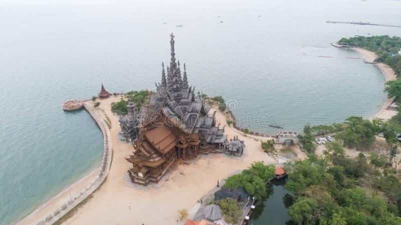 Santuario del templo antiguo de la visión aérea de la verdad en Pattaya fotos de archivo