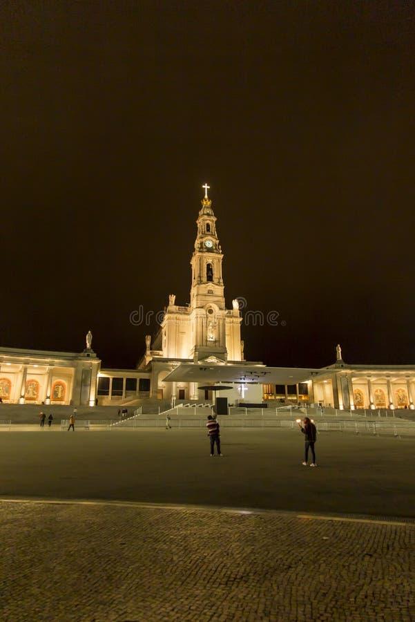 Santuario della nostra signora di Fatima con la basilica del rosario a vicino immagini stock