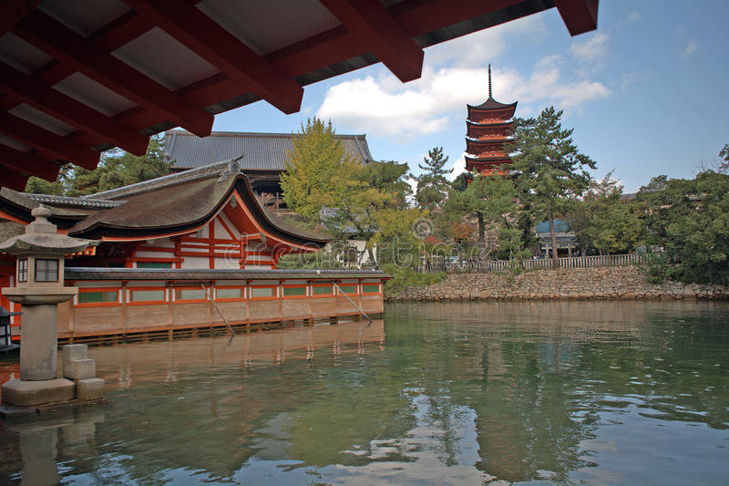 Santuario di Itsukushima, Miyajima, Giappone fotografia stock libera da diritti