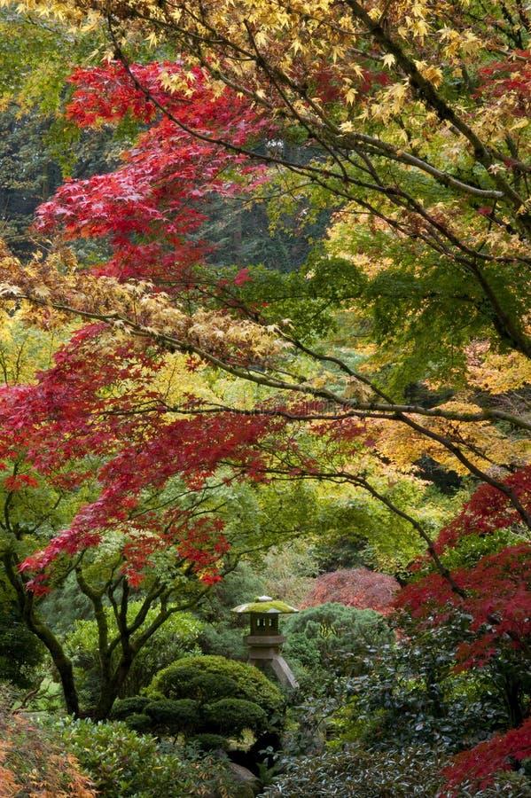 Santuario in giardino giapponese immagini stock