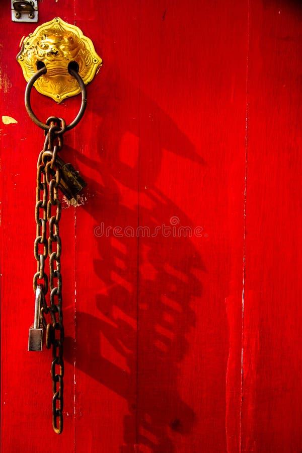 Santuario rosso cinese della porta immagini stock libere da diritti