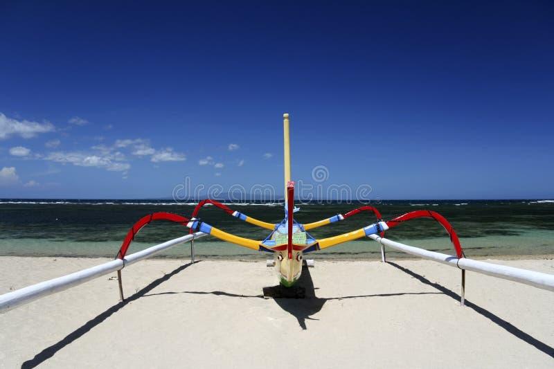 sanur Индонесии рыболовства шлюпки пляжа bali стоковые фото