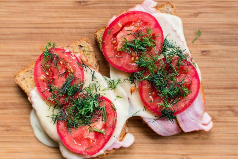 Sanwiches della prima colazione di mattina fotografia stock libera da diritti