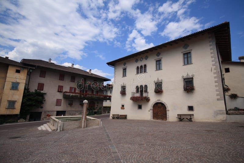 Download Sanzeno - Trentino stock afbeelding. Afbeelding bestaande uit straat - 10775389