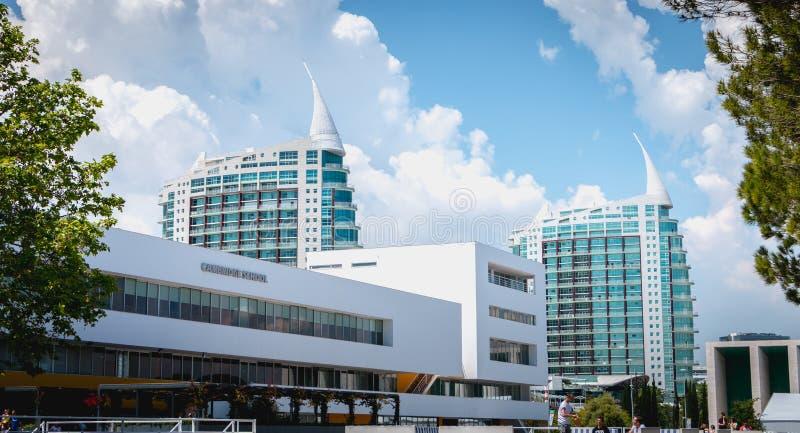 Sao Gabriel e Sao Rafael Towers, no parque de Parque das na??es em Lisboa fotos de stock